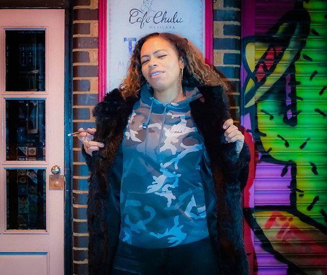 Elle Love ✴✴✴✴ #Photography #ElleLove #SoulfulHouse #LocksideCamden #Camden #London #ThePhotoHour #FotoRshot #RSA_Outdoors #BacklightWorld #Nikon #NikonD5300 #NikonPhotography #ThePhotoHour #FotoRshot #PhotoOfTheDay #CapturingBritain #UKallday #Music