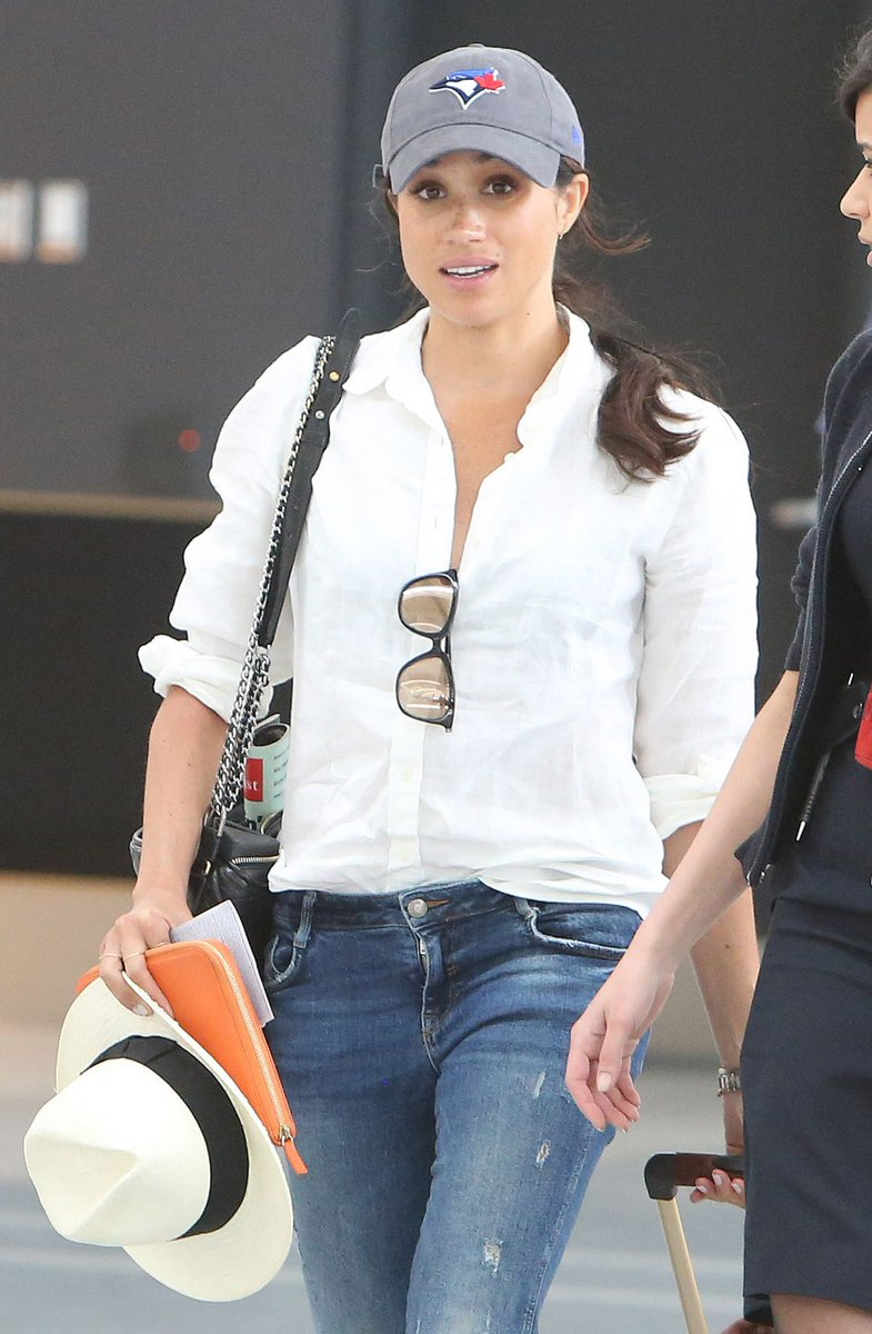 How #MeghanMarkle masters #airport #style: #Duchess arrives at #Toronto Pearson in 2017  #fashion #designs #designer #lifestyle #casual #style #Megxit #Archie #PrinceHarry #RoyalFamily #travel #Tourism #flying