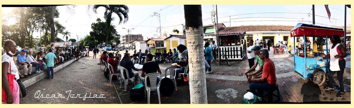 Lo que te encuentras en las ciudades y pueblos del #ValleDelCauca esta ves en #jamundí en pleno ensayo de una de las bandas de @AJamundiValle – at Parque central de jamundi