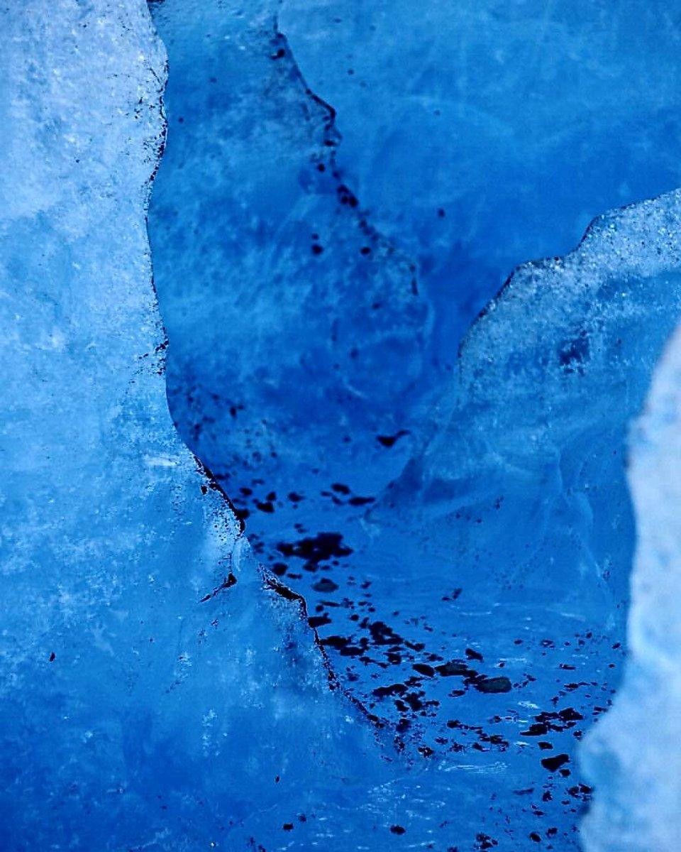Glaciar Grey, Torres del Paine 💙💛 . . . 📸 #magallappnes  . . . #proteccionmedioambiente #cuidemosnuestrosglaciares #glaciareschilenos #glacier #glaciargrey #grey #paine #camposdehielosur #camposdehielo