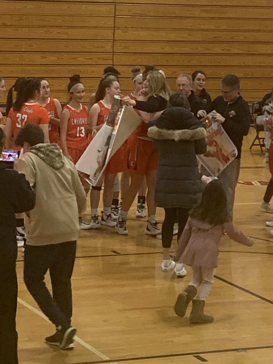 Alexa Therien gets her 1000th point in her Junior year!<br>http://pic.twitter.com/2u0pXMOkN6