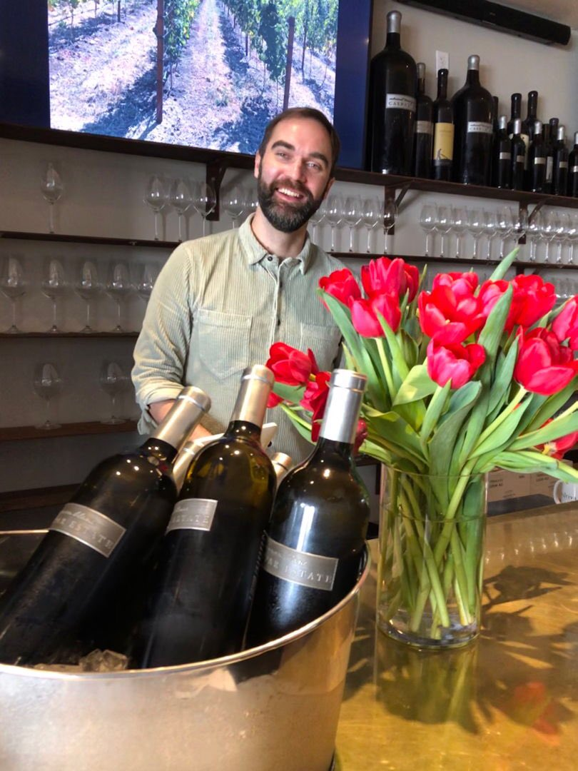 Come on in & say hi to Nick! Try our @casparestate Sauvignon Blanc, & join the @cultivarwine club. Next club member flights & bites is 3/15! #jointheclub #jointhefun #wineclub #mywinemoment #napavalleysf #wineoclock #thirstythursday #throwbackthursday #winelover  #wineanddinepic.twitter.com/jGKIFgD9px