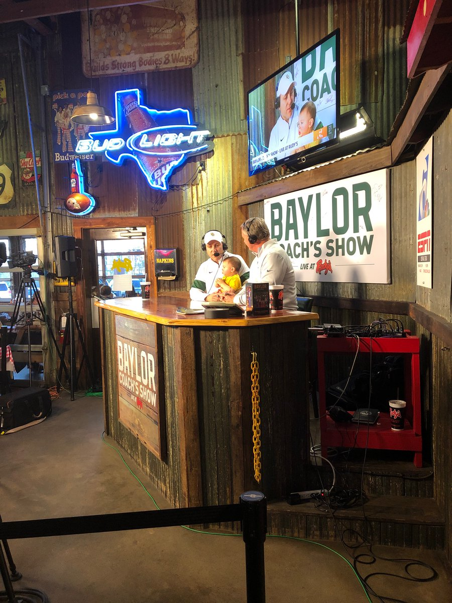 Coaches show is off and running with @VoiceofBears and Coach Scrivano from women's tennis SicEm<br>http://pic.twitter.com/okqCngIs9y
