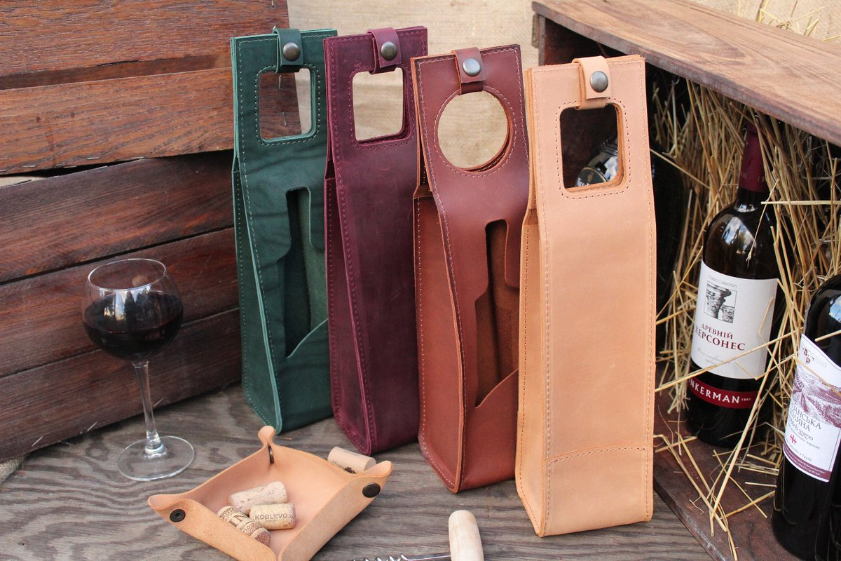 Leather wine holder bottle case custom bag. https://etsy.me/2I2TtRO  #winetasting #winewednesday #winecellar #vinho #travel #instawine #vin #vino #wine #winestagram #wein #winelovers #winelover #cheers #vineyard #winery #thewinexpert #wineoftheday #wineoclock #winetimepic.twitter.com/R7aoxKCilm