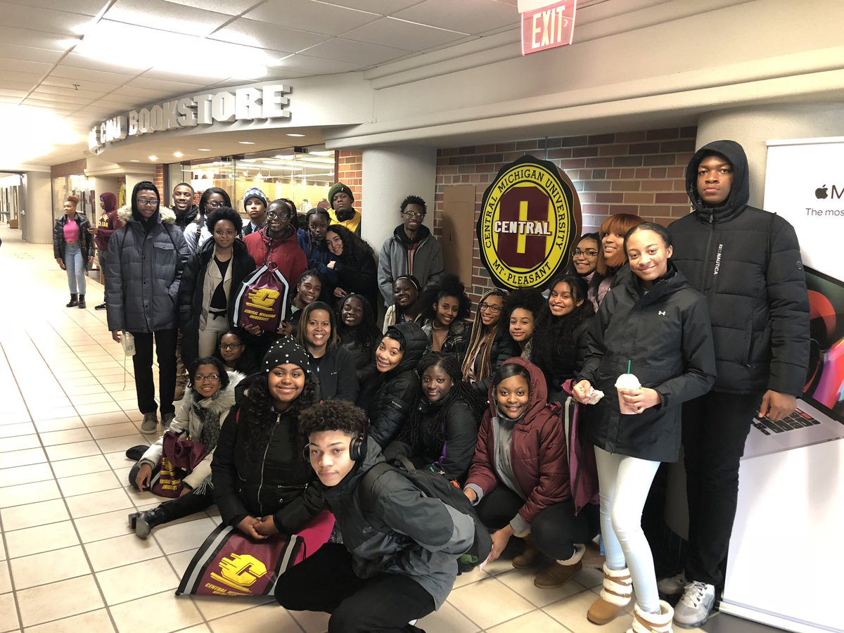 I am returning from @CMUniversity after taking 9th-12th grade students from eight HSs in Illinois.  Amy H. from @cmichadmissions did a great job, & @stan_shingles made a Chicago connection & shared wisdom. #FireUpChips  @cmichprez