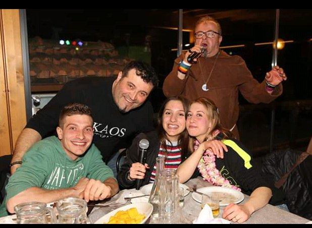 LA GRANDE FESTA ALLA TRATTORIA DAMI' SABATO SERA . APERIPIZZA IN MASCHERA. CON IL NUMERO UNO DEI DJ SUMBI.( GABRI COLO' DJ RICKY DE VOICE DAVIDINO DJ E CON LA PARTECIPAZIONE STRAORDINARIA DI ORESTE DJ DI RADIO MUGELLO.) GRAZIE PER LA GRANDE PARTECIPAZIONE. ALLA PROSSIMA??? pic.twitter.com/wo0gqgZuX6