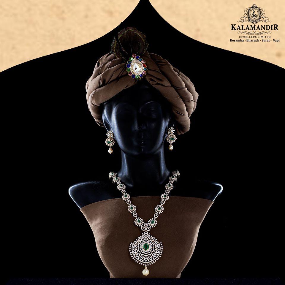 #KalamandirJewellers #Contemporary #Jewellery #Designer #earrings #gold #diamonds #handcrafted #Style #Rings #Beautiful #handmadejewelry #jewellerylover #india #jewel #indianjewellery #thejewellerydiaries #Top100preciousjewellerydesignsofindia #Surat #Vapi #kosamba #bharuchpic.twitter.com/pkOCv09Tp6