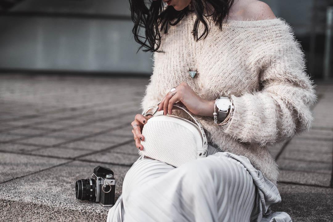 Trend Plisseerock: so trägst du Faltenröcke im Alltag https://cmun.it/hi7czawt [Anzeige] #fashion #fashionblogger #ootd #outfit #blogger #PetiteFashion #Modetrend #mode #lookbook #summerfashion #juliesdresscode #sommer #summer #throwback2018pic.twitter.com/POpUxbK8pS