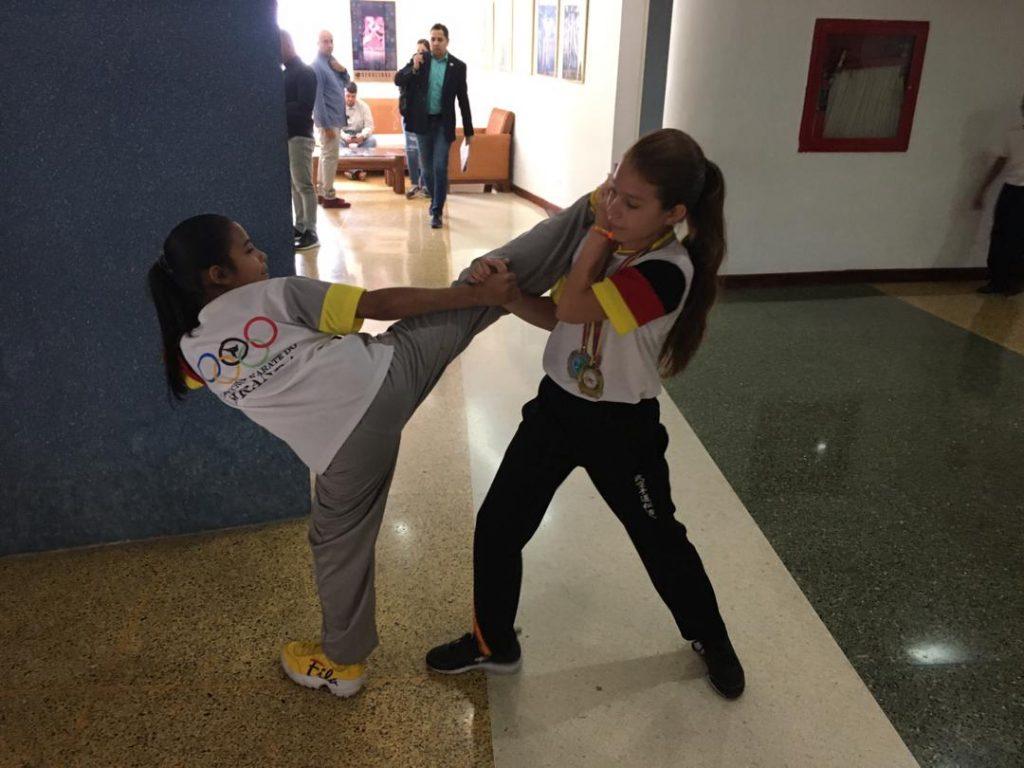Anni Ramos y Fabiana Torres son dos campeonas infantiles de kumite y su máximo ídolo es Andrés Madera https://bit.ly/2PqrjnSpic.twitter.com/PrcktLqPEM