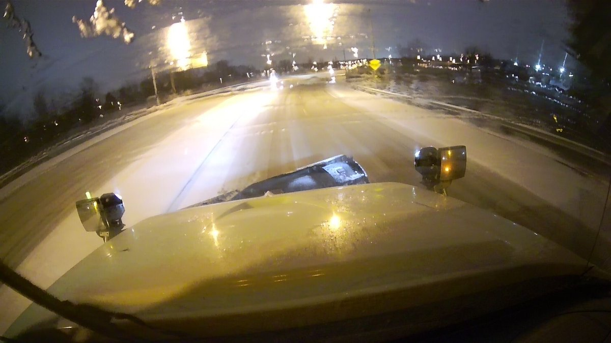 Here's the view from a plow truck pushing snow off of I-70 on the east side of Columbus. With frigid temperatures and high winds still in the area, more than 50 crews remain on the roads throughout Central Ohio tonight. pic.twitter.com/hYr8ptsfFT
