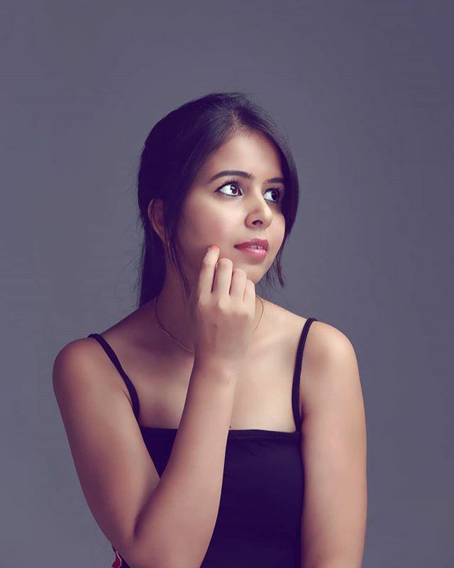 Deepika Photographer : @justinjaideep  Muse : @dee.blog . . . .  #portraiture #fashion  #rsa_portraits #fashionblogger #VSCOcam #snapseed #theportraitpr0ject  #portraitpage #bangalore #makeportrait#portraits_ig #humanedge#vscoindia #yellowdress #pursui…