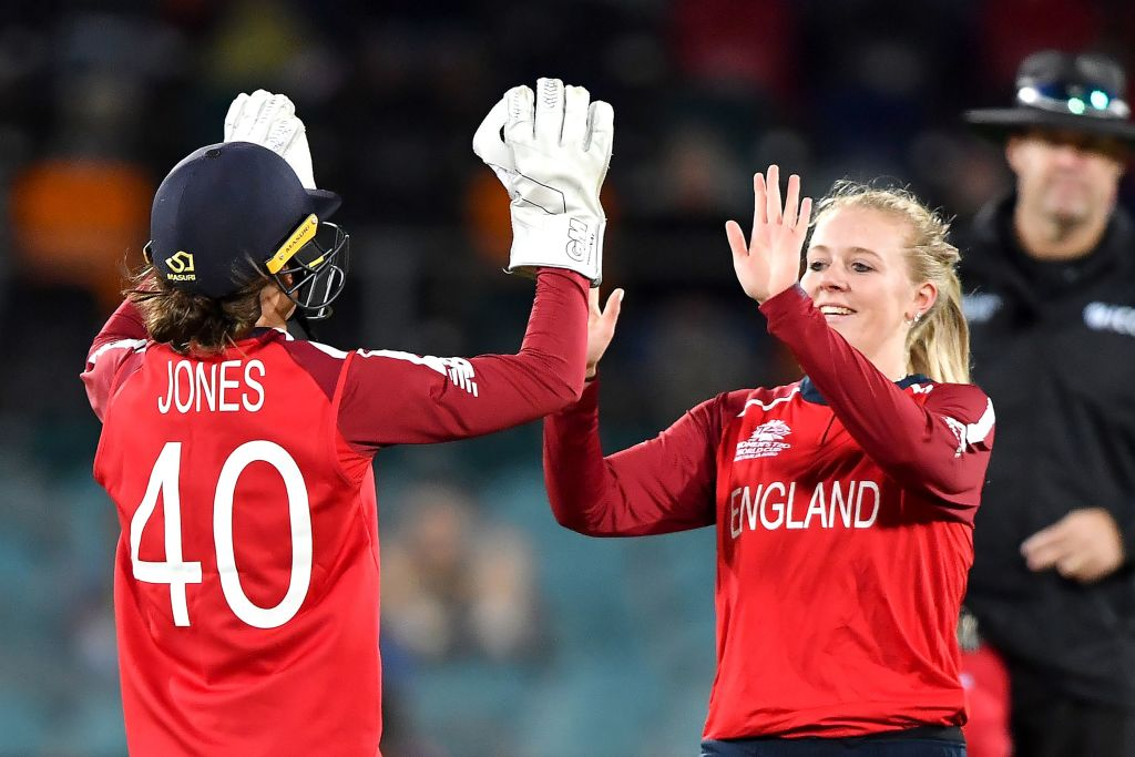 England cruised to a 42-run victory over Pakistan to boost their hopes of reaching the Women's #T20WorldCup semi-final. Match report ➡️http://bbc.in/393HUFE  #bbccricket #T20WorldCup #ChangeTheGame