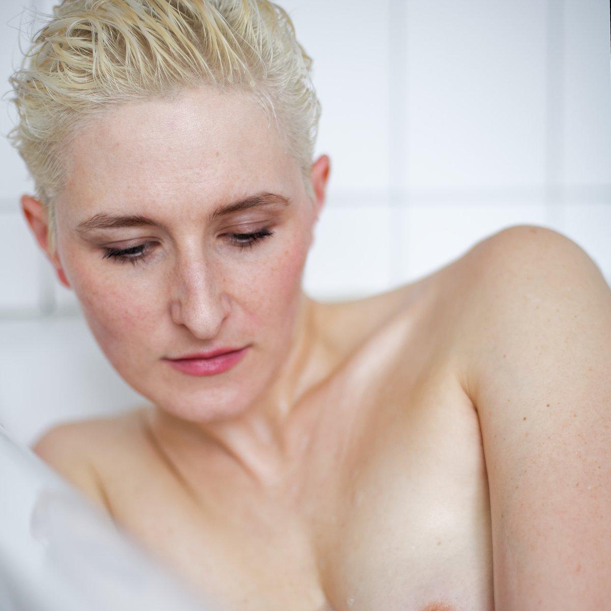 Mit #Alissa in #Hamburg #actress #schauspielerin #portrait #indoor #drinnen #bathroom    Mehr Bilder und Infos: http://99Augenblicke.blog/Alissa-IVpic.twitter.com/MRgaaWxK1x