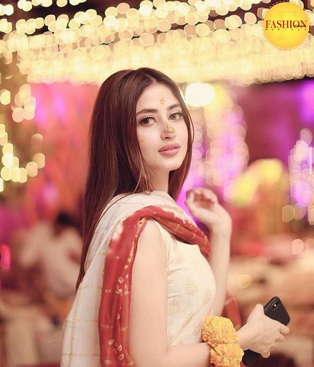 Just wondering what a pretty bride she'd be😍 Can't wait for the day to come 👰 . . #Fcmag #bride #Pakistan #sajal #wedding  #couple #Mehndi #singer #whatsin #fashion #OOTD #couple #photo #instalike
