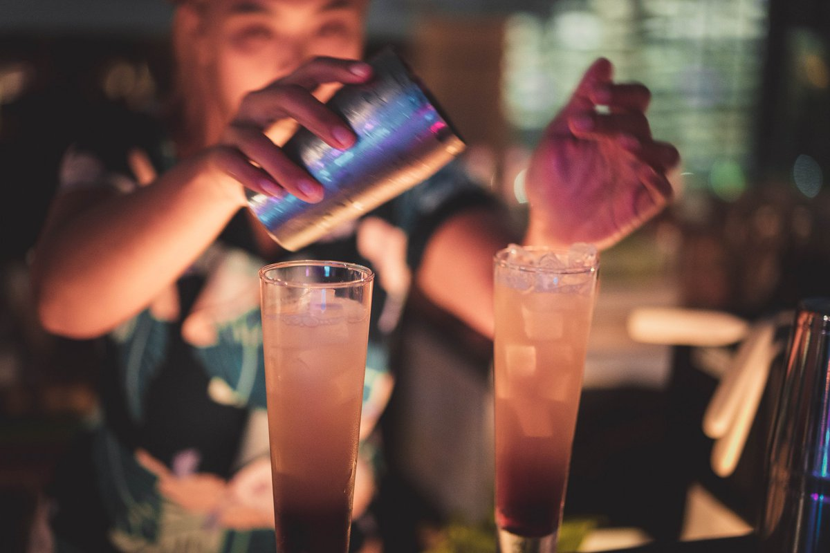 """Choose your favorite drink and """"buy 1 get 1 free"""" at View Rooftop Bar Bangkok! Available daily from 5 pm - 7 pm and 10.30 pm - 12.30 am Reserve yours now at  http://bit.ly/37izngupic.twitter.com/YKq0I8cAtR"""