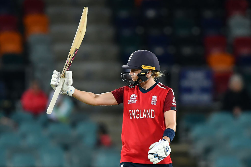 That's the end of England's innings and they have set a total of 158-7 LIVE ➡️http://bbc.in/2wekfDM  #bbccricket #T20WorldCup