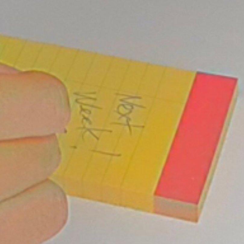 """Caderno de Aki Saito escrito """"Next Week!"""""""