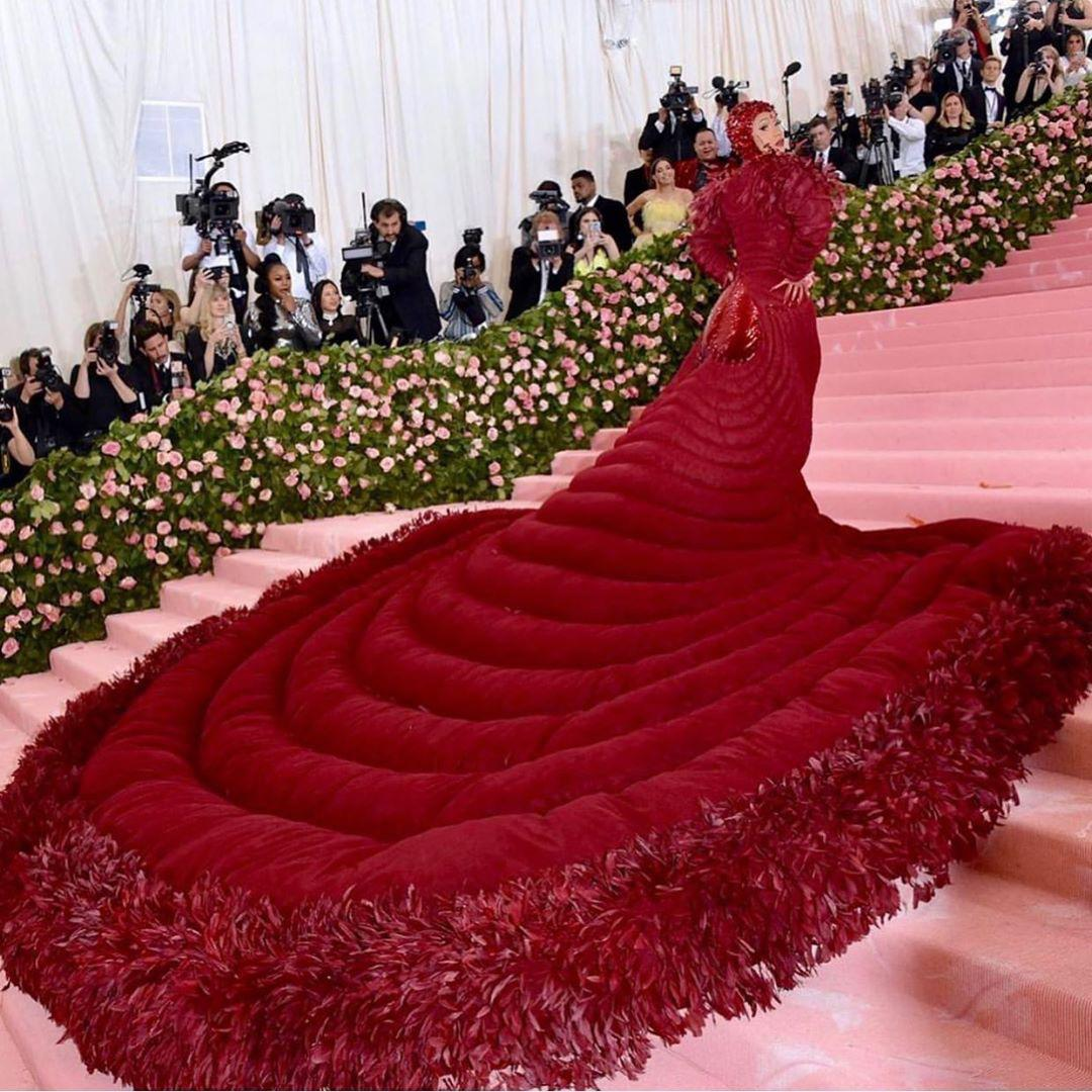 With Paris Fashion week well under way, we can't help but remember these iconic fashion looks from the cast of #Hustlers at the #MetGala  <br>http://pic.twitter.com/AdpClIuBLd