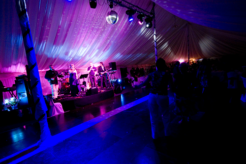 #WorcestershireHour Partner @stageservices1 do lighting for weddings indoors and outdoors #WorcestershireHour #AD pic.twitter.com/q22qcAAtBh