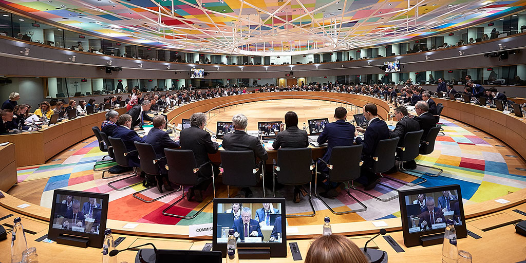 #COMPET | Ministers in the Competitiveness Council focused on:  ✅ #EUGreenDeal & future of #EUIndustry ✅ #BetterRegulation in the EU ✅ @EITeu Strategic Innovation Agenda ✅ International cooperation in #research Find out more 👉