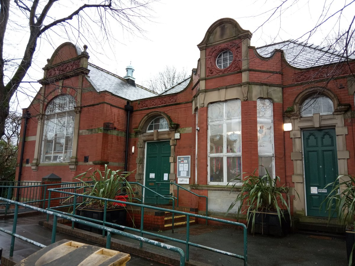 We visited @LevyOldLibrary this afternoon, another beautiful Carnegie library just down the road in Manchester. Great to hear about the fantastic arts, media & wellbeing activities theyre running with their community and ideas for their future expansion @OPrizeman