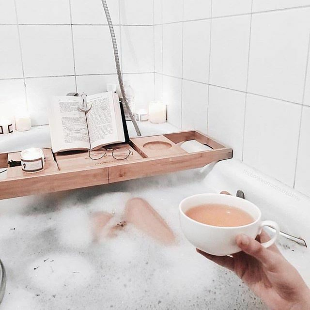 Cheers to the weekend! What are your weekend plans (and does it involve staying warm, a relaxing bath or #beautycare)? #lenalinasf #relax⠀⠀ .⠀⠀ .⠀⠀ #lovemylife #omg #ootd #me #beautyblog #you #believeinyourself #happy #healthyskin #loveit #shop #…
