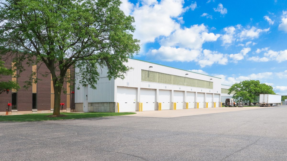 .@ColliersChicago arranges investment sales of office, industrial assets in west suburbs   https://www. rejournals.com/colliers-arran ges-investment-sales-of-office,-industrial-assets-in-west-suburbs-20200228   … <br>http://pic.twitter.com/4LIbsiGPRS