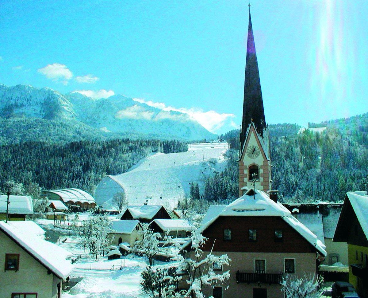 The clock tower says it's ski time #ad _ 📍 Nassfeld, Austria https://t.co/m3Juzp7w6v