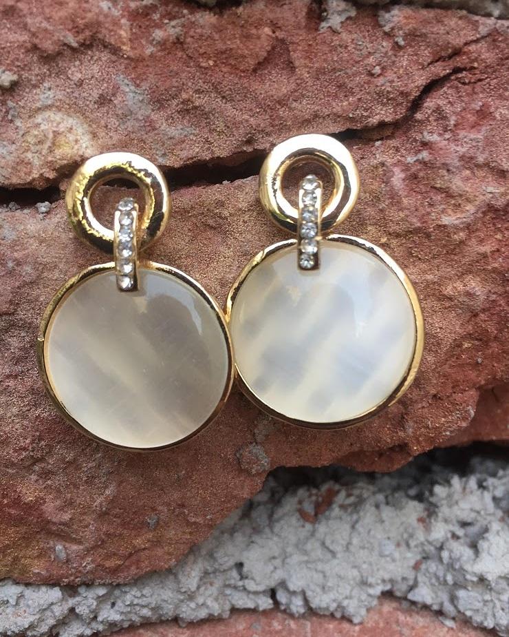 Stock ready   #antingmurah #art #earringslover #earringshop #finejewelry #earringswag #instafashion #jewels #bijoux #jhumkas #handcrafted #trendy #silverearrings #earringlove #highjewelry #design #pearl #beautiful #accessory #gift #indianjewellery #chennai #delhi #indianweddingpic.twitter.com/mn2FdmCZey