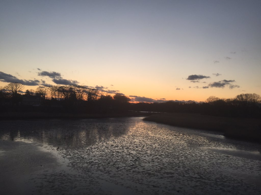 Homeward Bound .  . #photography #photographer #art #artistsoninstagram #artist #artineverything #newjersey #commute #nature #naturephotography #river #sunset