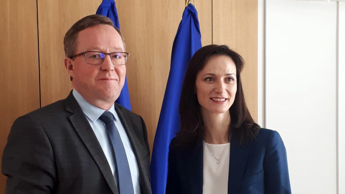 Ministeri @MikaLintila tapasi innovaatio- ja tutkimusasioista vastaavan komissaarin @GabrielMariya'n.   Tapaamisen aiheet:  🔸 EU:n tutkimuksen ja innovoinnin puiteohjelma #HorisonttiEurooppa 🔸 digitaalisaatio 🔸 innovaatiot  #COMPET #SuomiEU