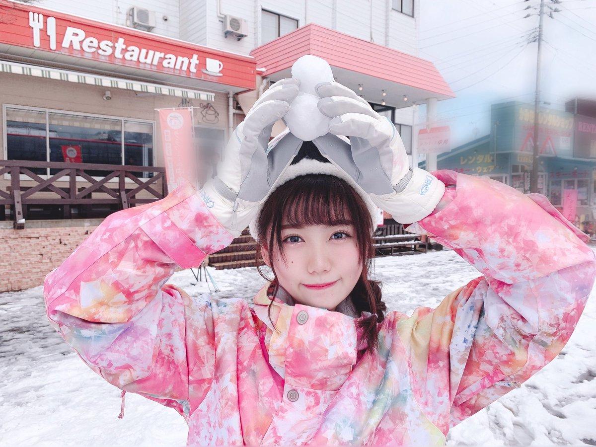 毎年恒例のスキー生写真⛷🔅明日発売です☺︎雪だるま作りがち⛄