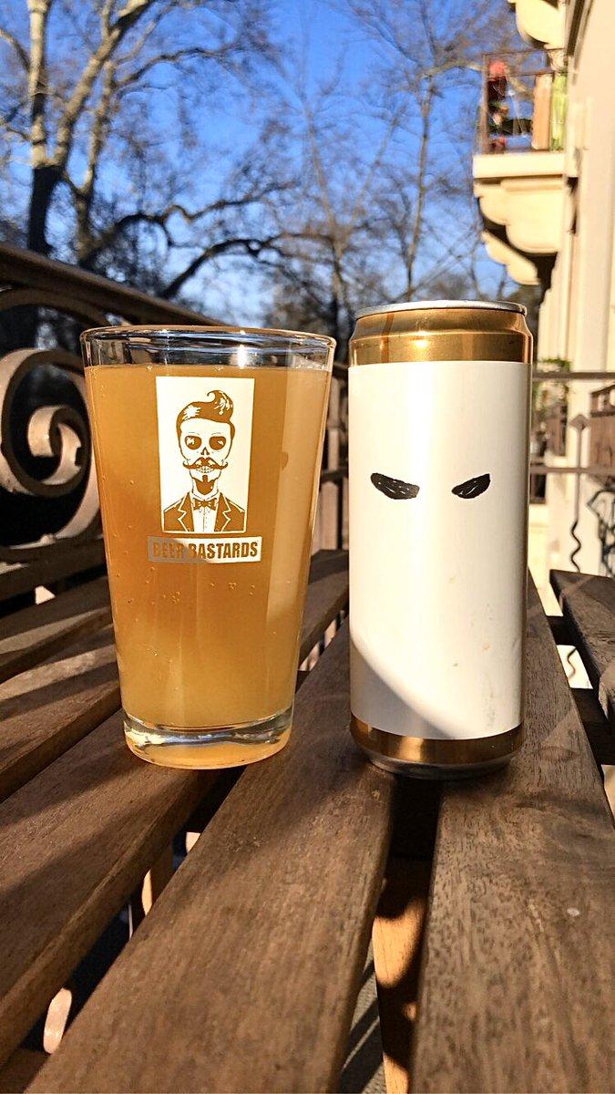 / On poursuit un peu dans la même gamme avec un petit détour par la Scandinavie et l'indéboulonnable Brasserie Brewski située à Helsingborg dans le Skåne Iän en Suède et cette «Seminole Adonis», une bière de style Berliner Weisse se proposant à 5.6% Vol. Alc. - Note: 7.5/10 pic.twitter.com/8mSVzdAQda