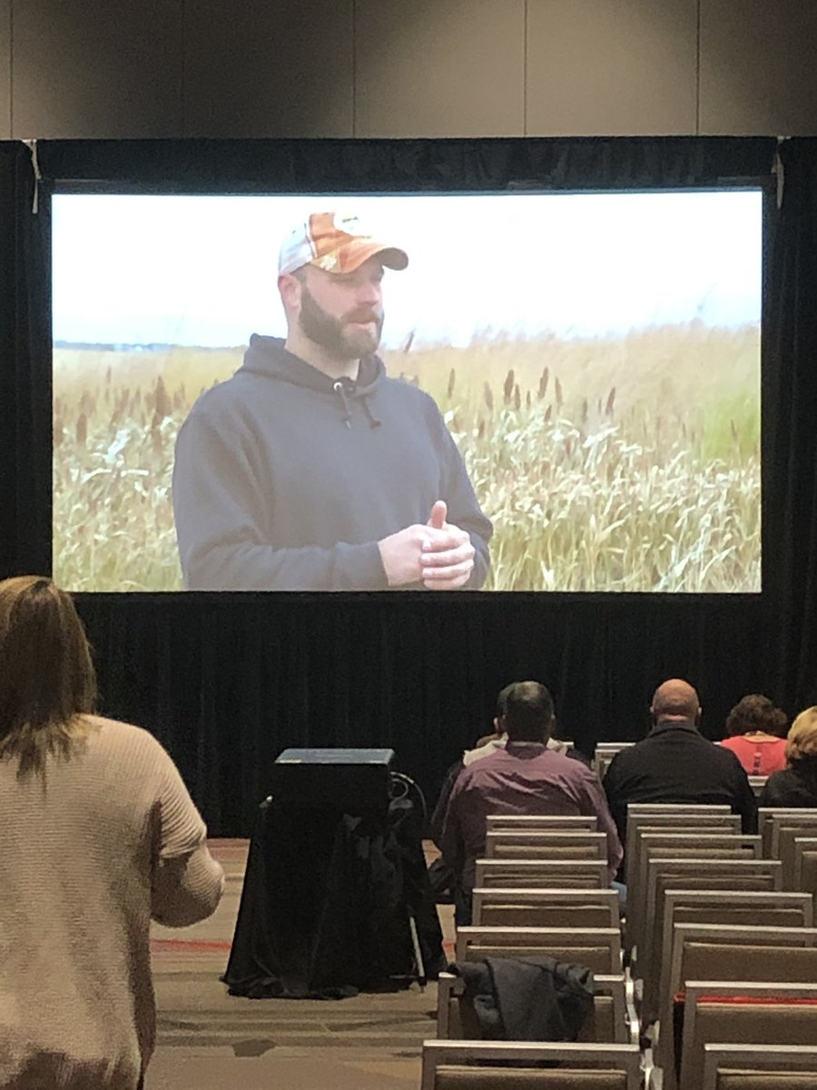 A little Outdoors On the Farm to warm up the group at the @USFarmReport early riser session! #PrecisionConversation @pheasants4ever's Josh Divanpic.twitter.com/J4fhijWcxn