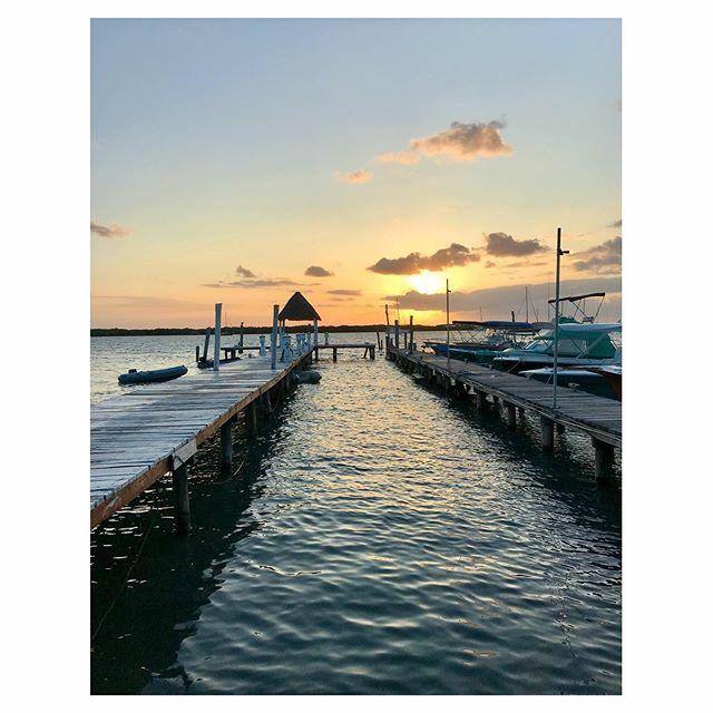 🌅 • • #islamujeres #mexico #islandvibes #holidaymood #februaryatthebeach #traveldiaries #travelling #gratitudejournal #livelifetothefullest #livelovelaugh #golfofmexico #mexico_fotos #mexico_greatshots #oceanview #authenticliving #islamujeresmexico #sunsetlover #sunset #suns…