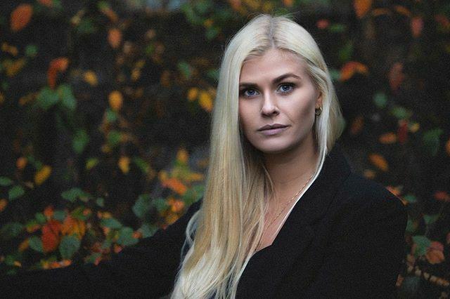 Seguimos con los retratos que pudimos hacerle a nuestra genial modelo Islandesa @kollayr en el tour de Islandia que organizamos el 2019 #iceland #iceland#portrait #portraitphotography #blondehair #fotografia #foto #reikiavik #model #natural #lightshap… https://ift.tt/2PyAjHnpic.twitter.com/fLHuzHPaCQ