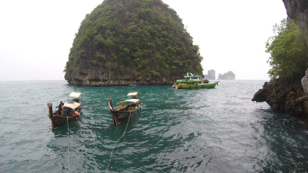 The scary sea ride to The Maya Bay - https://www.lookatourworld.com/the-scary-sea-ride-to-the-maya-bay/…  #travel #lookatourworld #travelbloging #travelbloggers #mayabaythailand #travelthailand pic.twitter.com/Ucsq625qiO