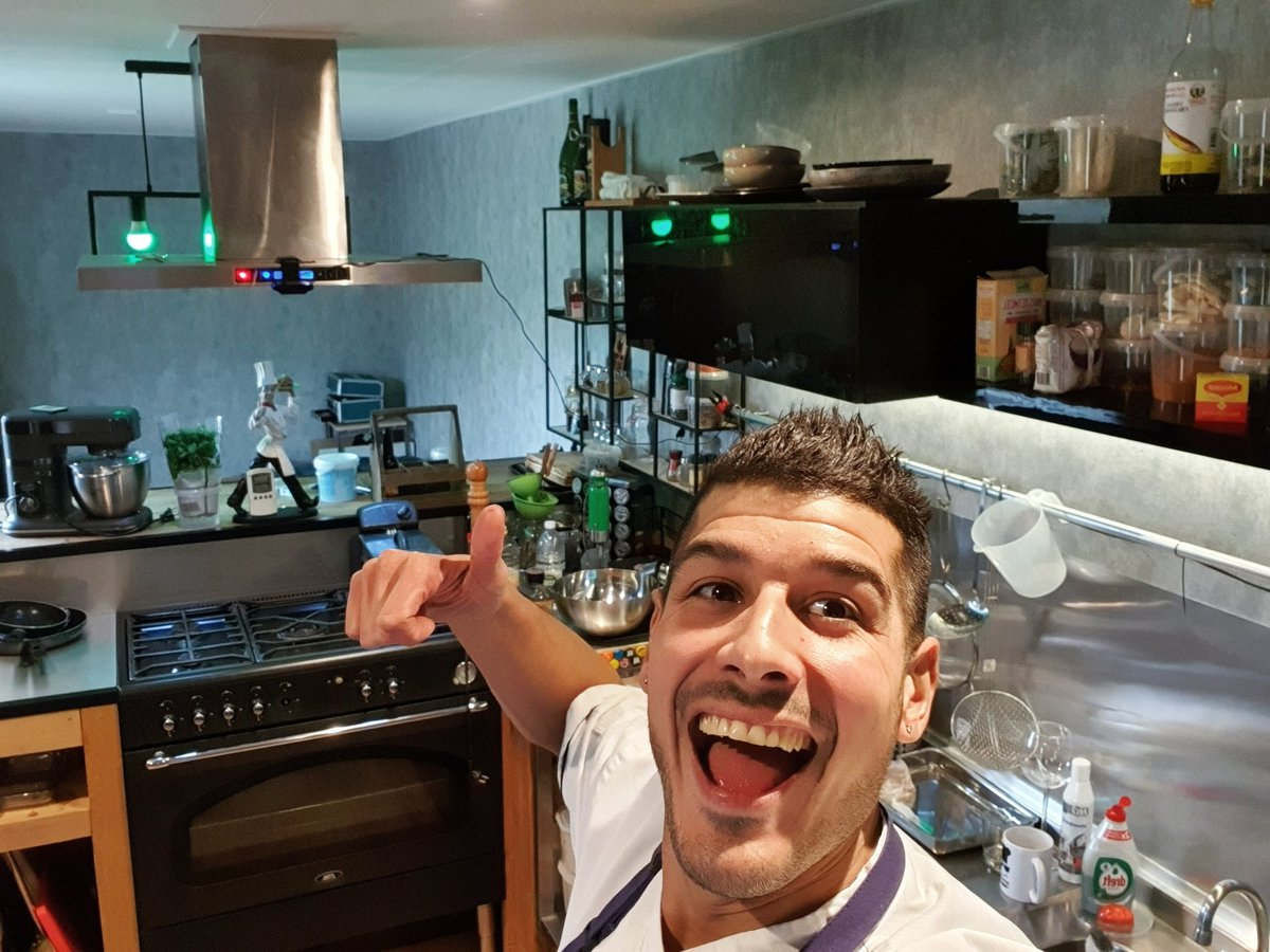 Weekend time whoop whoop💪💫💞live @Twitch in the foodcave soon as possible💪hope to see you all there greets ya boy happychef and fam 💞#foodlover #foodiefam #streamer #twitch #goodfood #goodvibes #chef #happy #thankfull