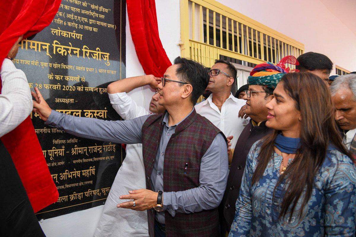 माननीय खेल मंत्री केंद्र सरकार श्री @KirenRijiju ने आज जिला स्टेडियम,चूरू में राजस्थान के पहले अंतर्राष्ट्रीय स्तर के सिंथेटिक एथलेटिक्स ट्रैक का उद्घाटन किया। समारोह मैं मुझे भी शामिल होने का मौका मिला।प्रदेश अध्यक्ष@SatishPooniaBJP जी,माननीय सांसद@RahulKaswanMP जी उपस्थित रहे।