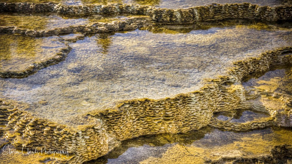 #texture scene just inside of #Yellowstone #NationalPark last month. #geothermal #hotspring #wyoming #golden #nikonz7 #landscapephotography #naturephotographypic.twitter.com/6LLtyn8HHj