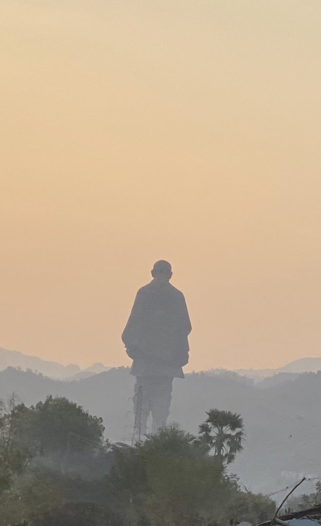 """""""#Statueofunity :World's Tallest Statue"""" is included in Shanghai Cooperation Organisation's """"8 wonders of SCO"""" list. @PMOIndia @CMOGuj @drrajivguptaias  @souindia is a colossal statue of Indian statesman & independence activist Sardar Vallabhbhai Patel (1875–1950)#Livingrock pic.twitter.com/pRVVdQs2aX"""