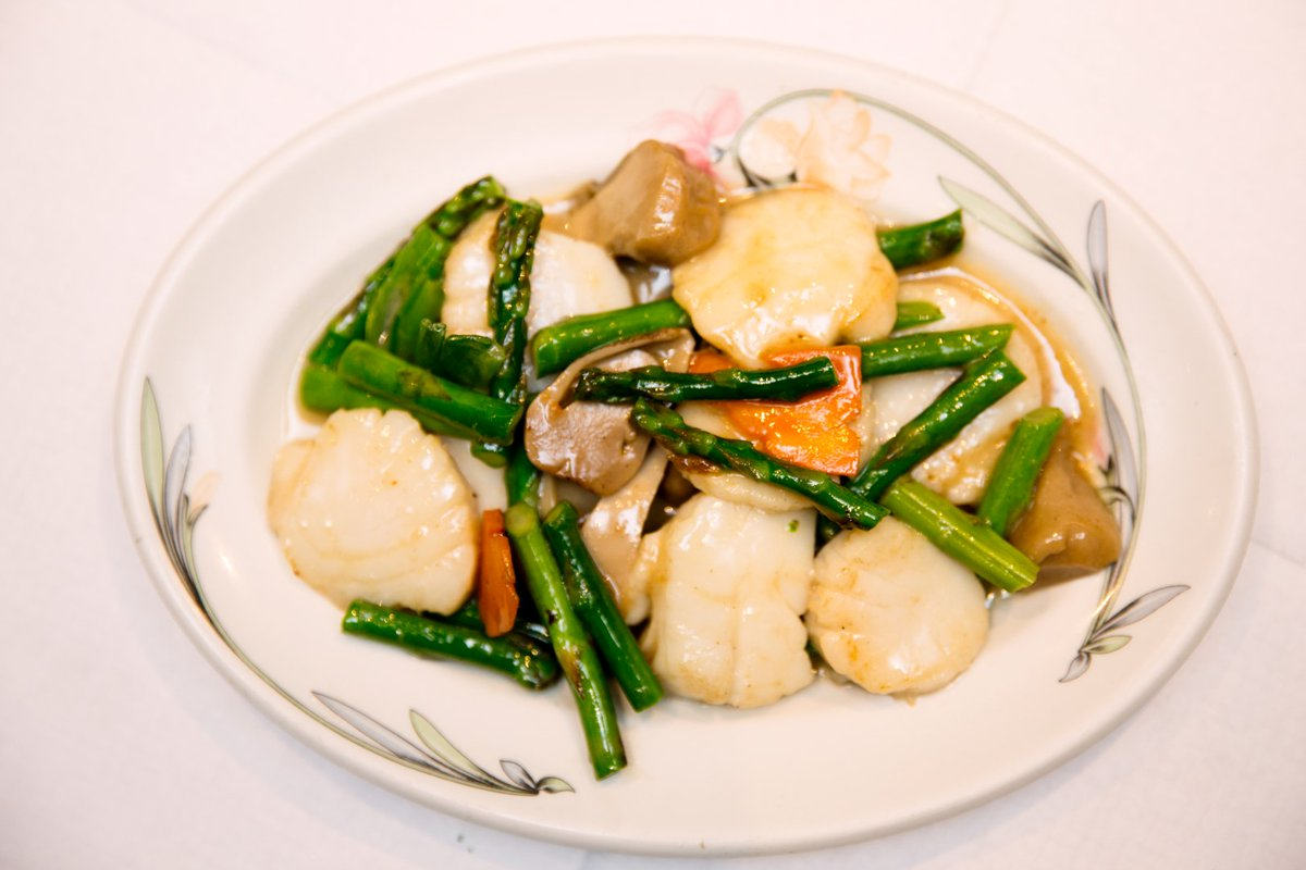 #DishOfTheWeek at #PekingBath: #Scallops with #Asparagus, a healthy, but #tasty #dish that you will never forget. Reservations: 01225 466 377. #PekingBath #Bath #Bristol #eatingout #healthy #food #finedining #visitBath