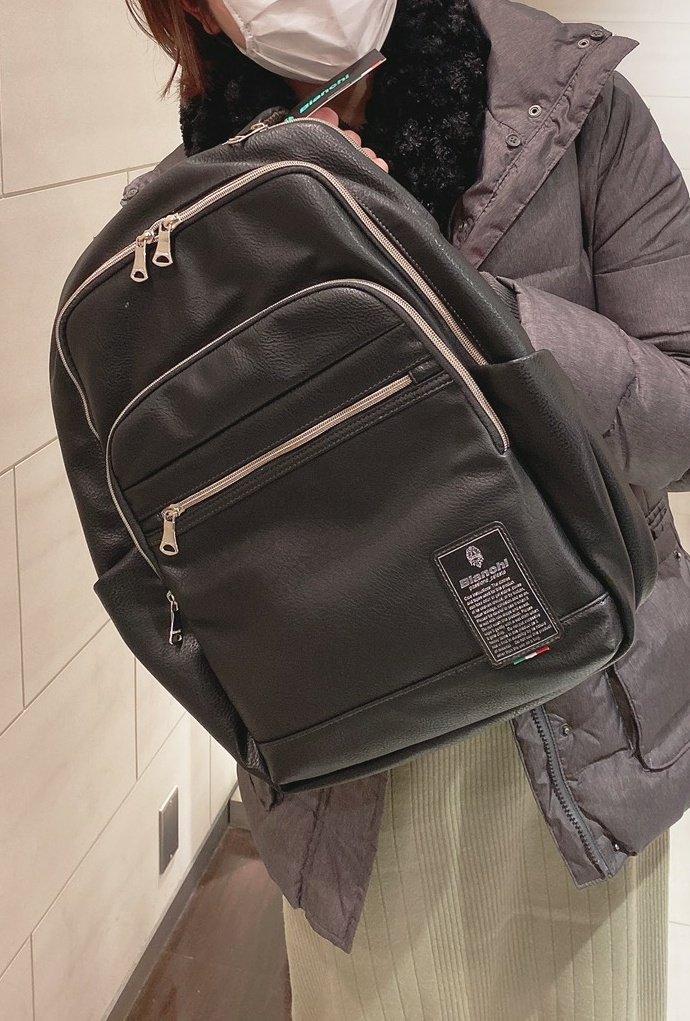 今日は友達とご飯行って、誕プレをもらいましたー 鞄もトレンチコートも欲しかったので嬉しすぎる 素敵な友人を持ちました…!pic.twitter.com/LvMEZgEYUL