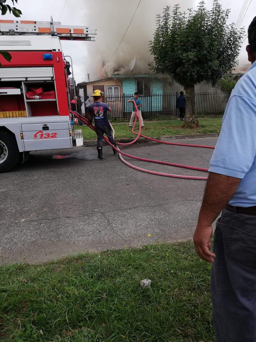 RT @Geosorno01 #osorno incendio declarado en calle los andes y Argentina,rahue alto, fuego en dos casa habitación,bomberos trabaja en el lugar.