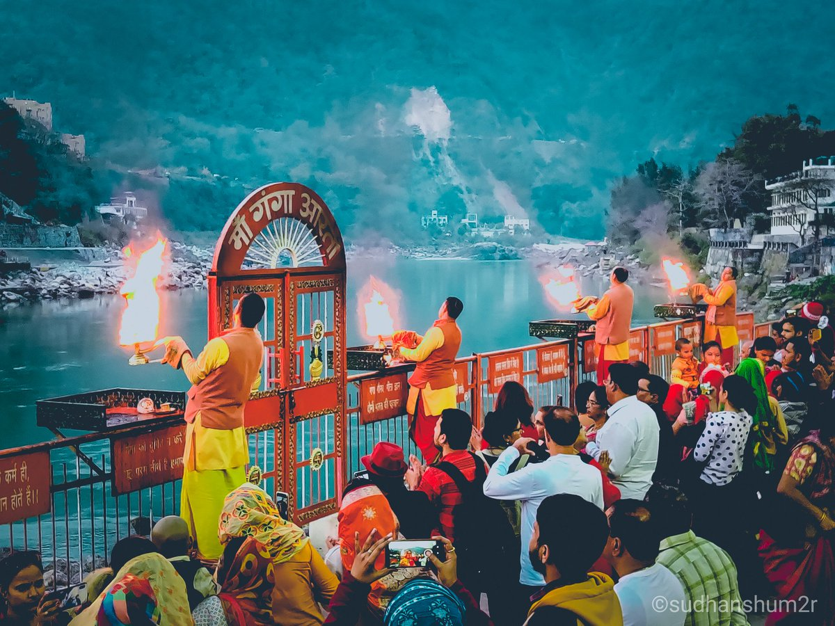 Haridwar Day-1 #Ganga_Arti Photography by - #Sudhanshu_Verma Follow me on👇 INSTAGRAM-  TWITTER-  FACEBOOK -  #canon #lightroom #photography #photo #photooftheday #travelphotography #photo4ever #indiapictures