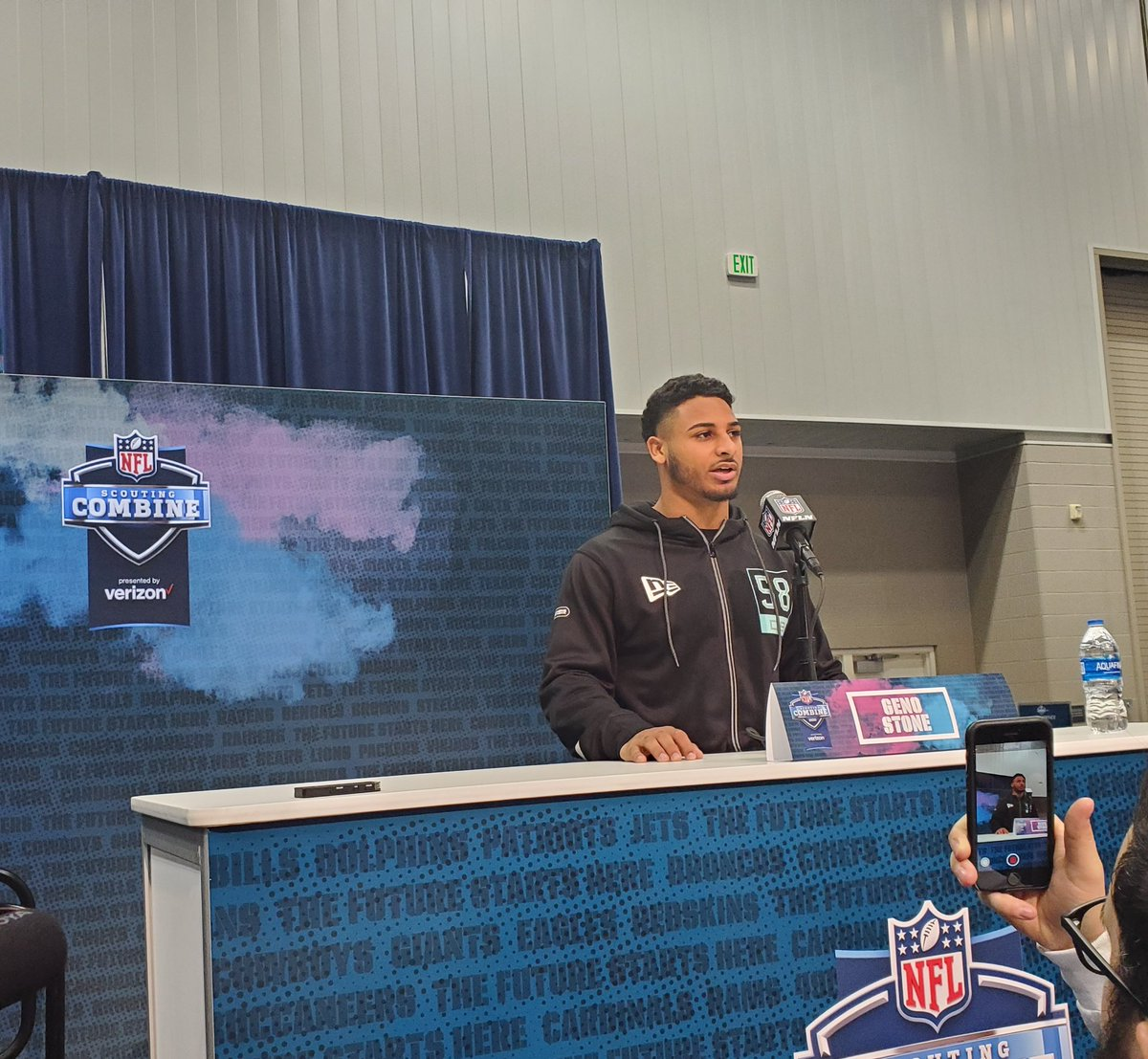 The #Bears did have an informal meeting with Iowa safety Geno Stone. <br>http://pic.twitter.com/Xlbacl9uOi