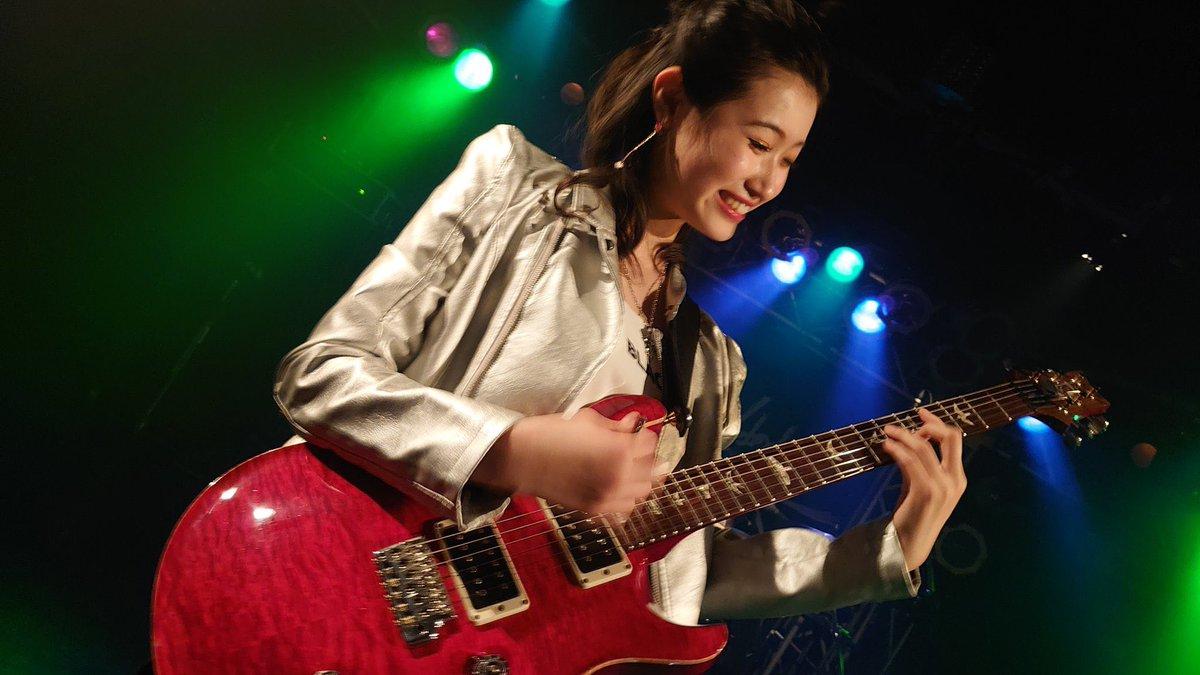 Happy Friday 🙋🏻♀️ 🤗@anjouyuna0101 of @GBB_officialJPN #guitar #ギター #ギタリスト #guitarist #GBB #photography #picoftheday