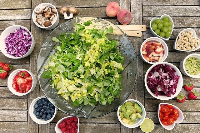 """They say """"you are what you eat."""" In a survey of more than 22,000 people across 32 countries, 4 in 5 believe #eating right is the most important thing they can do maintain good #health. This sentiment is highest in emerging markets. See where it matters:"""