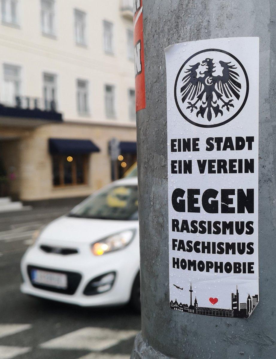 Stabile Fans zu Besuch in #salzburg @Eintrachtpic.twitter.com/PAbFOSAV7O