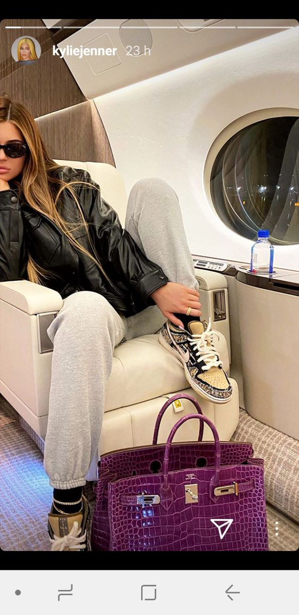 @kyliejenner @kyliecosmetics @kylieskin divina • • • • • • #kardashians #kyliejenner #kimkardashian #kardashian #kendalljenner #kuwtk #kourtneykardashian #keepingupwiththekardashianspic.twitter.com/MuwxGn6KzV